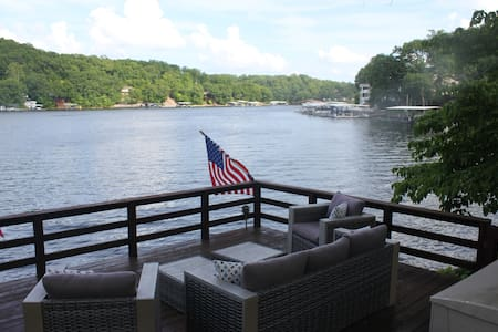 Amazing Lakefront Home, Private Dock, Martini Deck