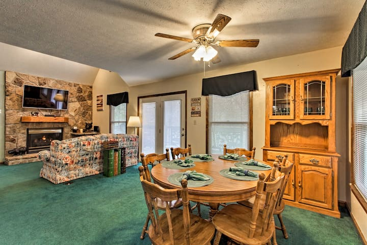 The dining area offers seating for 6.