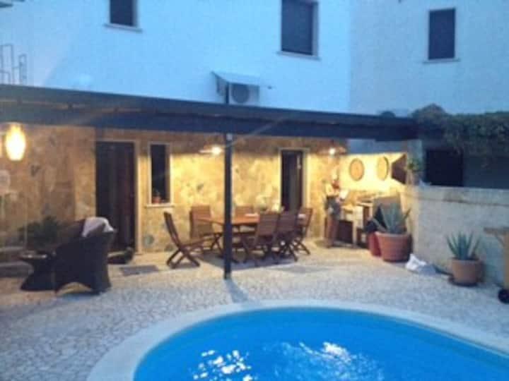 Villa  Paoli con piscina e giardino privato