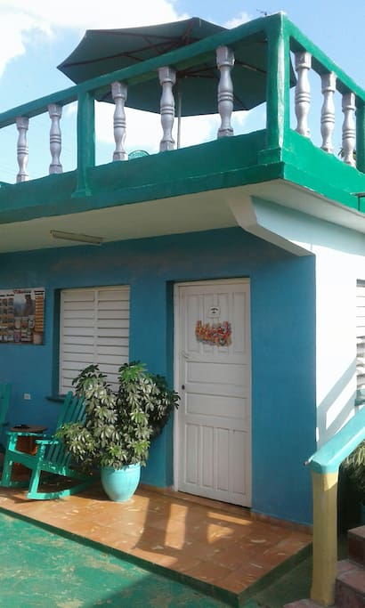 Detached guesthouse in the heart of Viñales valley. AC equipped.