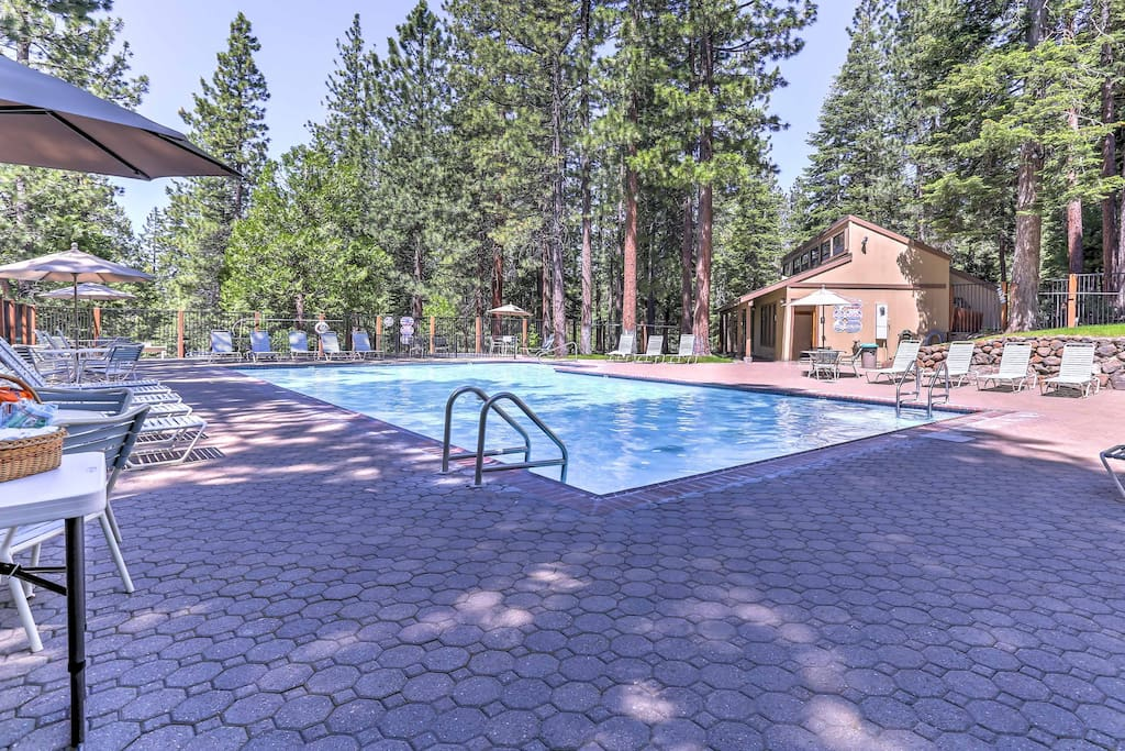 Part of Kingswood Village, guests can take advantage of community amenities.