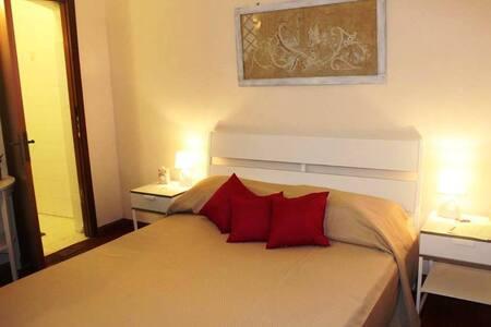 """Camera matrimoniale in cotto siciliano """"Geraneo"""" - Bed & Breakfast"""