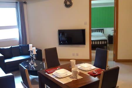 PROMO! Executive Suite in BGC - 50 mbps Internet - Taguig - Apartment