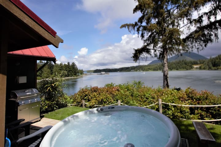 Hot Tub & Waterfront / Doc Holiday Cabin by Natural Elements Rentals