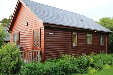 Cosy Lodge, sleeps 5ppl- Nr Arisaig & the Beach - Arisaig - Kulübe