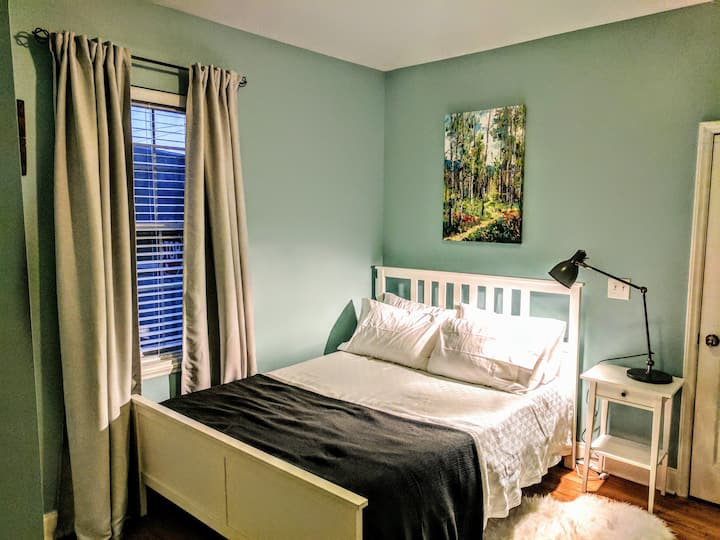 Cozy Room in Heart of NoDa 0.2m Walk to Light Rail