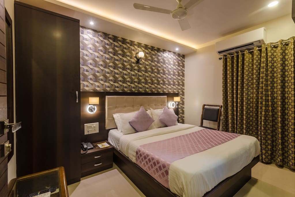 Comfortable room in a hotel budget hotel 2 boutique for Best boutique hotels in mumbai