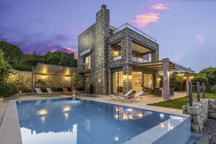 Family Large Villa ideal for luxurious & comfortable vacation close to sea!