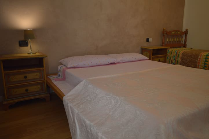 Room with balcony in little country house. - Lonato del Garda - บ้าน