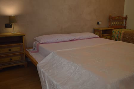 Room with balcony in little country house. - Lonato del Garda - Dom