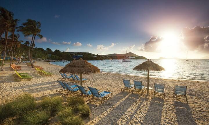 Beachfront Resort Studio, Pool  & Swim Up Bar