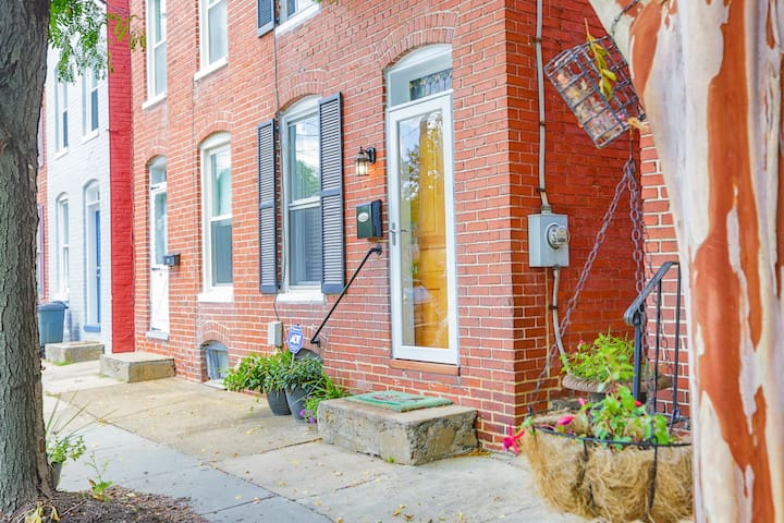 Newly renovated historic home built in 1900 in the Heart of Frederick!