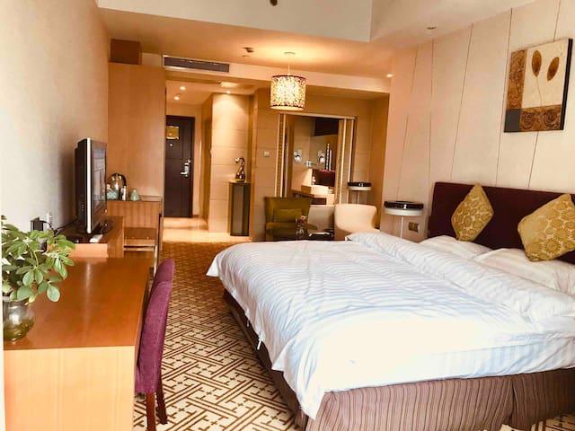 超级大床-超级便利-超值享受-古典沉静现代时尚的公寓 步行-金鸡湖-时代广场、博览中心-诚品-地铁站