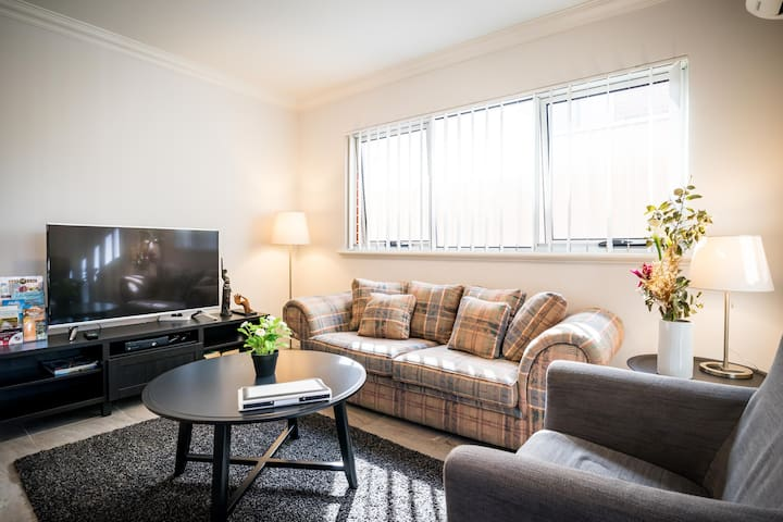🌟  Business+2bed+2Bath w/ Free Parking & Netflix!