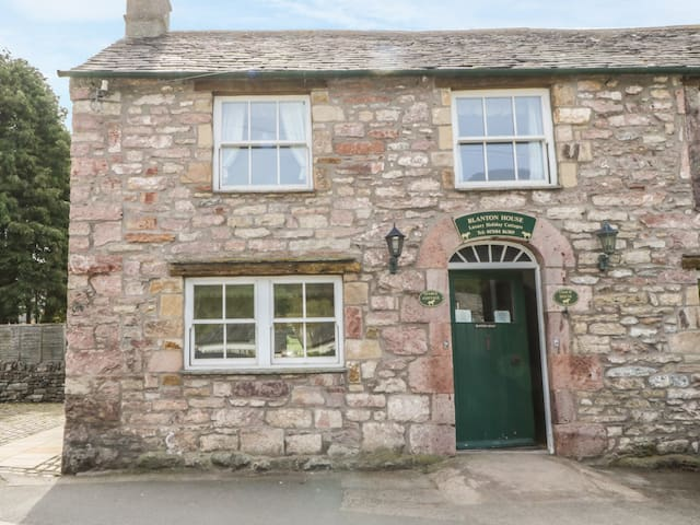 STABLE COTTAGE, family friendly in Pooley Bridge, Ref 972259