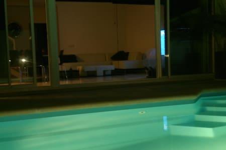 villa relax piscina privada wifi - Tahiche - Vila