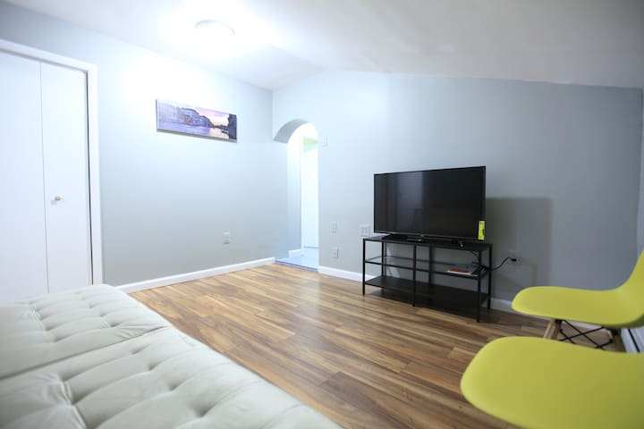 4-bedroom 2-bathroom loft apartment close to NYC