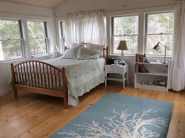 White Bedroom Queen Bed
