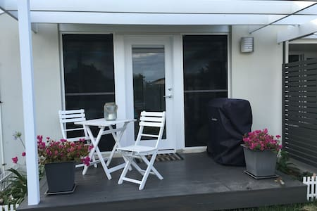 Little Watershed, one bed unit - Mermaid Waters - Byt