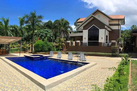 Exclusive VILLA with POOL for 8pax + WIFI