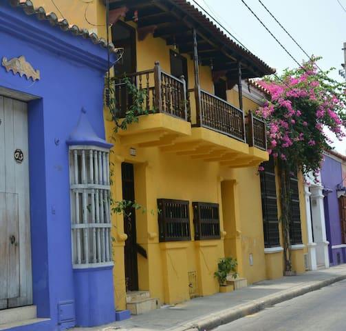 TRANQUILO Y ACOGEDOR HOSPEDAJE ALTERNATIVO - Cartagena - Huis
