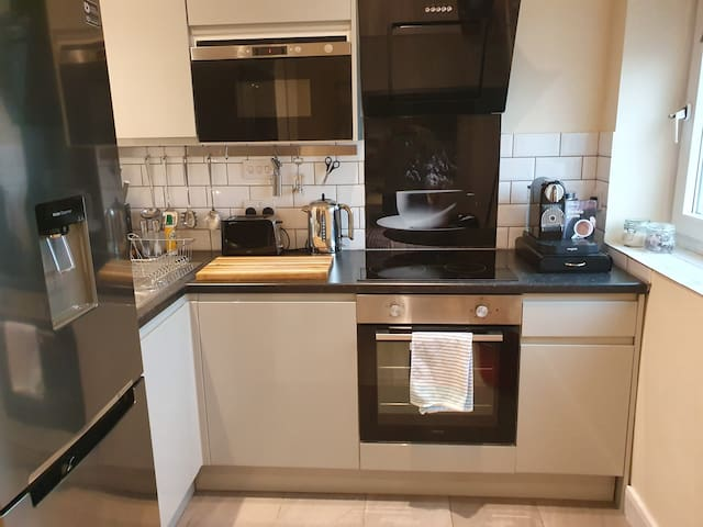 Luxurious Luton town center flat with free parking