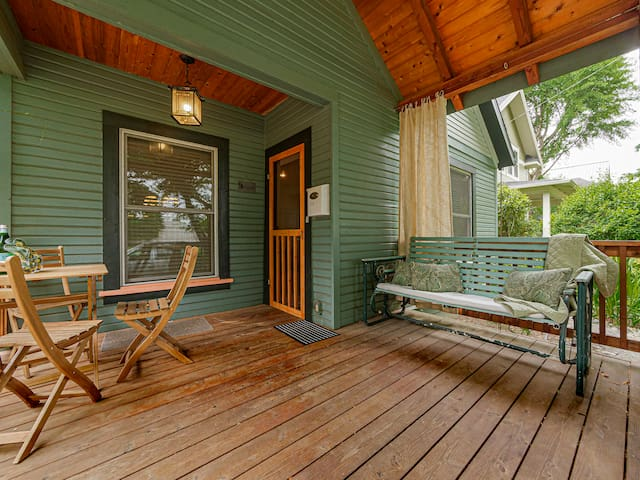 Sunny Sellwood: Charming & Cozy Cottage Retreat