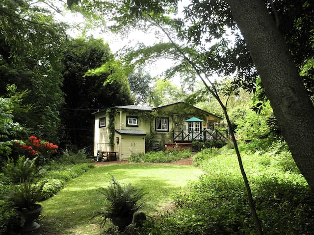 Idyllic, Cozy, Private, Streamside Cottage - Woodacre - House