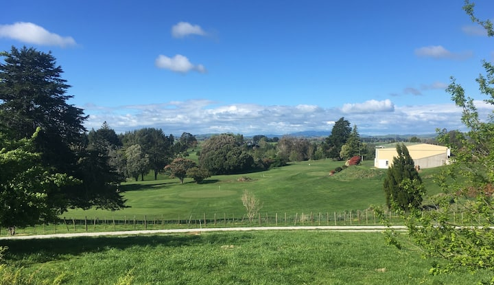 Waitomo Golf Ridge - great views & sleeps 9