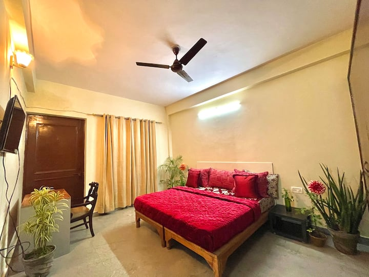 entire 3bhk with big hall n kitchen on ground flr