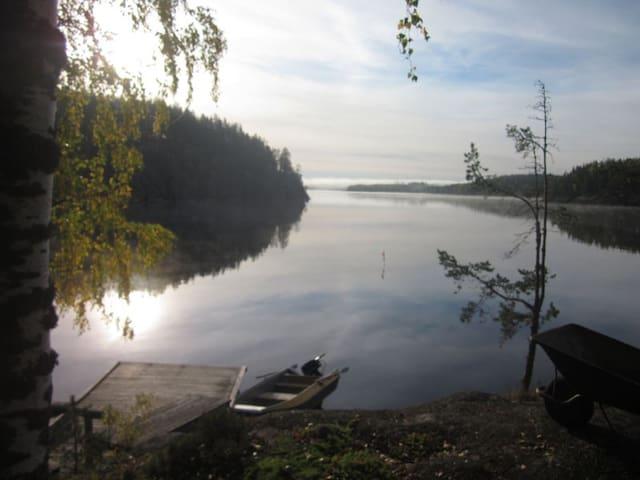 Antique log house on an island at lake Saimaa - Mikkeli - House
