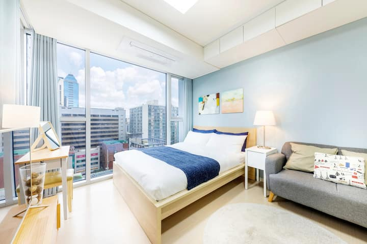 S4 Clean & cozy room right next to Gangnam Station