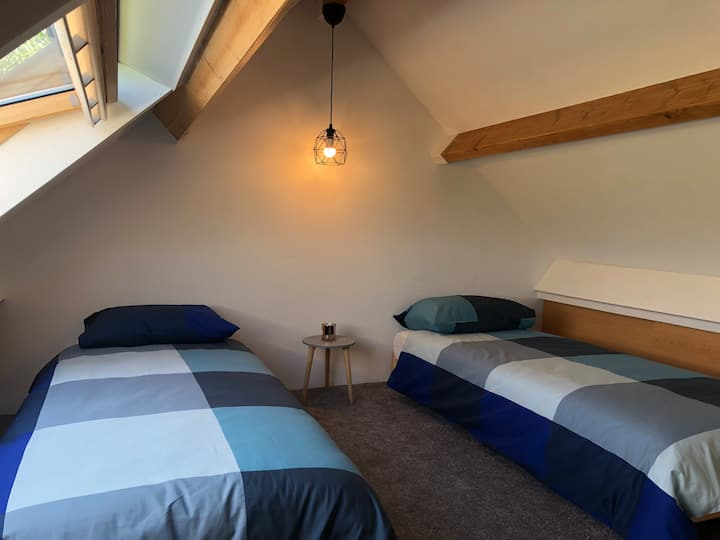Attic Room near TU Delft university + Free Parking