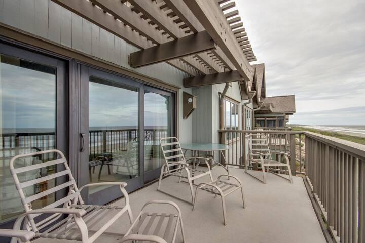 Oceanfront villa w/ large sun deck & gourmet kitchen - just steps from beach!