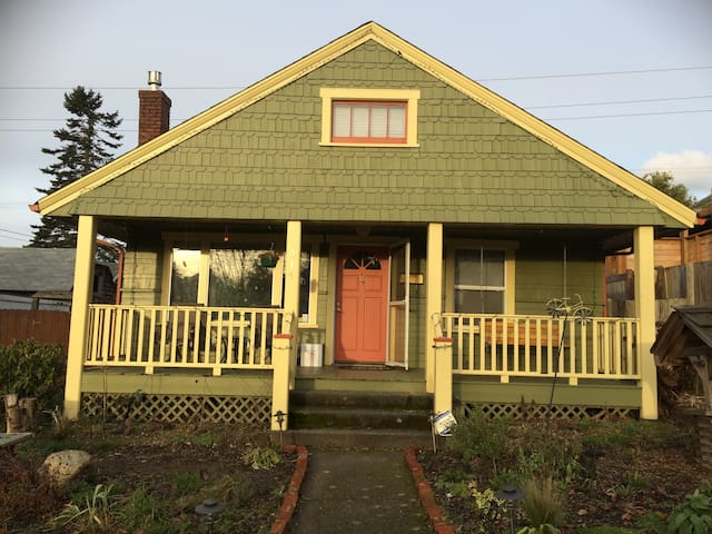Great Location, Great House, Great Yard! - Tacoma - House
