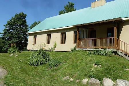 Maison en forêt à 45mn de Montréal - Gore