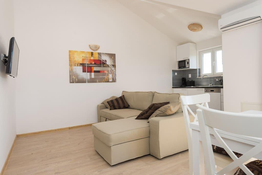 Living and dining area / Wohn- und Essbereich
