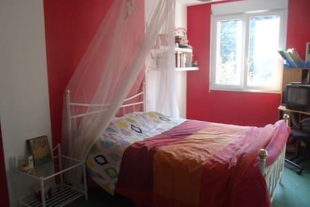 Chambre privée dans maison à 5 mn centre laval - Saint-Berthevin - Rumah