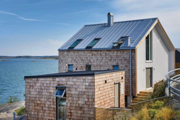 Bohuslän Sea Lodge - House for 6, right by the sea