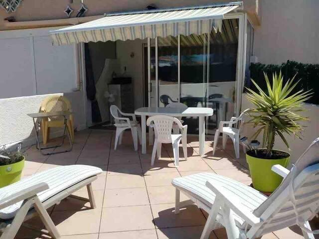 Grand studio 4 pers au port de Saint Cyprien plage