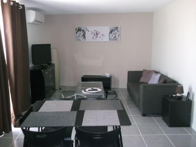 gîte T2   LES TOURNESOLS - Larra - House