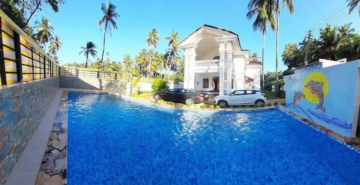 Luxurious 4BR Mansion Private POOL  Morjim Beach