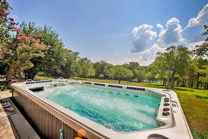 NEW! Lakefront Golden Home w/Hot Tub & Pool Access