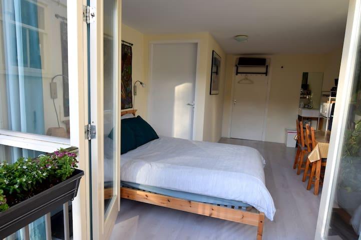 Sleep at Amy's B'n'B Garden Room