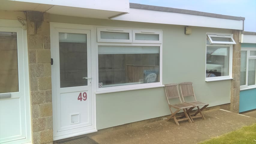 49, Fabulous Chalet, Sleeps 6, 2 mins from Beach.