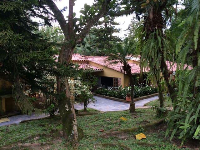 Wishing You a Warm Welcome:  This is your House / Deseándoles una Cálida Bienvenida: Esta es tu Casa