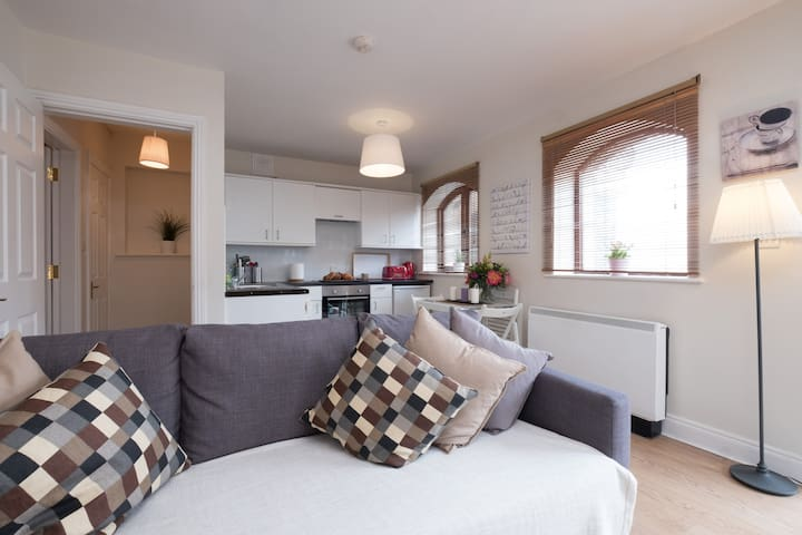 Salthill Village Apartment: Sea-esta Suite