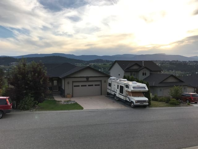 Glam-ping in style! Entire RV-minutes to the lake