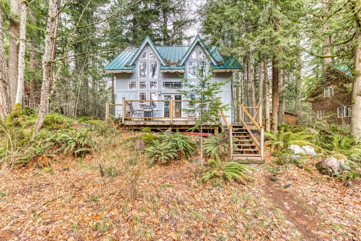 Lovely riverfront home, close to skiing, fishing & more!