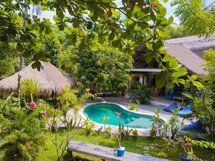2BR Stylish Loft-Villa with tropical garden